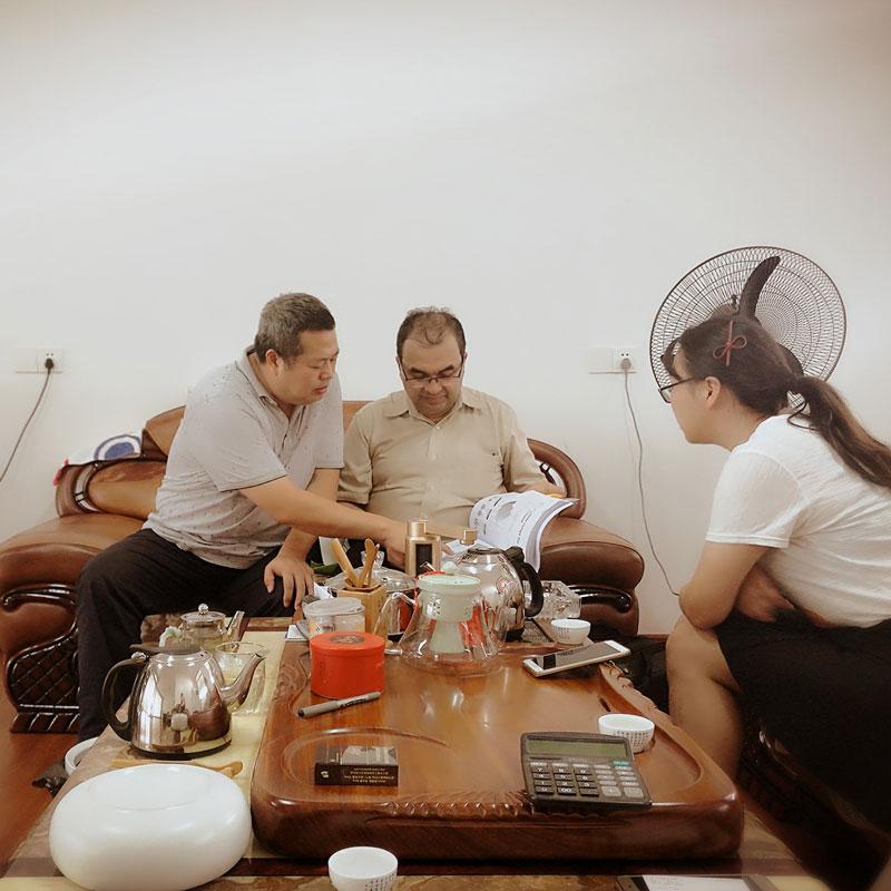 印度客戶(hu)到(dao)喜之泉工廠選購柴(chai)油機消防泵(beng)等產品